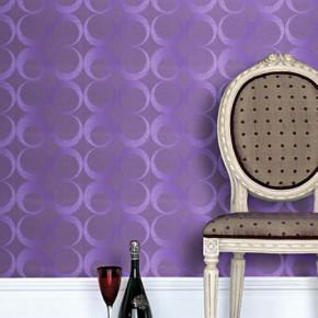 Passie in de kamer met paars behang